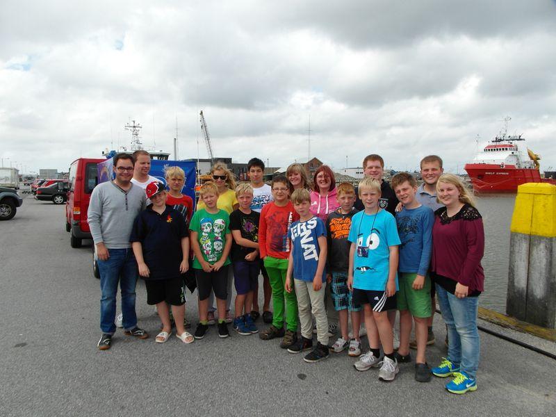 Gruppenfoto 2013 im Dänischen Hafen in Havneby